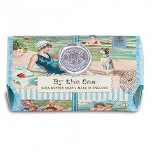 Michel Design Works Hydratační krémové mýdlo By The Sea (Shea Butter Soap) 246 g