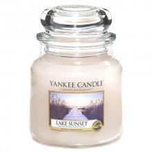 Yankee candle Svíčka ve skleněné dóze -Západ slunce u jezera, 410 g\n\n