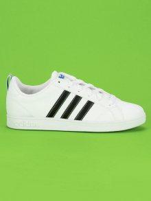 Moderní bílé tenisky značky Adidas