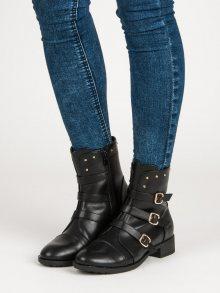 Klasické černé kotníkové boty zdobené přezkami