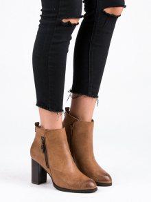 Camelové botky na podpatku