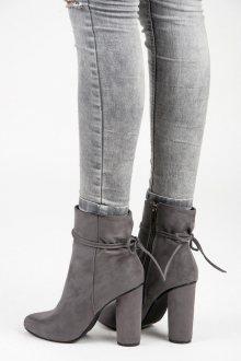 Semišové šedé kotníkové boty na sloupku