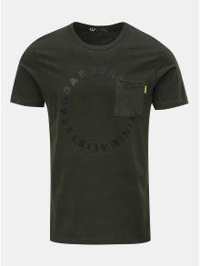 Tmavě zelené tričko s náprsní kapsou a potiskem Jack & Jones Moral