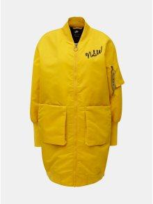 Žlutý dámský prodloužený bomber s výšivkou Nike Parka