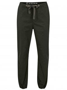 Černé kalhoty s pružnou gumou u kotníků  JP 1880