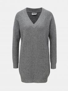 Šedý žíhaný svetr s prodlouženou délkou a véčkovým výstřihem Noisy May Sati