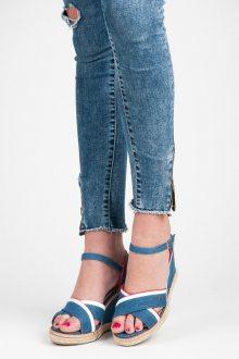 Elegantní modré sandály na klínu