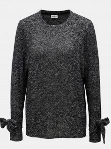 Černý žíhaný lehký svetr s mašlí na rukávech Noisy May