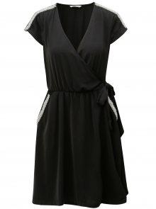 Černé zavinovací šaty s ozdobnou aplikací ONLY Scarlett
