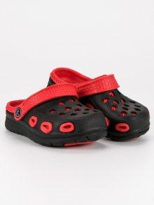Pohodlné černé dětské nazouváky s červeným lemováním
