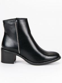 Klasické černé botky na podpatku