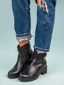 Podzimní černé kotníkové boty s ozdobnou přezkou