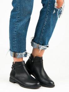 Nízké černé kotníkové boty s přezkou