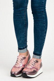 Luxusní růžové tenisky s lesklými detaily a šněrováním