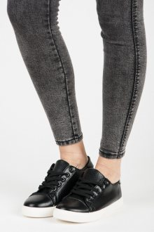 Pěkné černé ažurové tenisky s vázáním na tkaničky