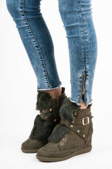 Semišové olivové kotníkové boty s kožíškem a přezkami