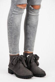 Pohodlné šedé kotníkové boty se stužkou