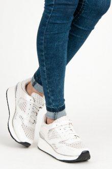 Lehoučké bílé tenisky se šněrováním na vysoké podrážce