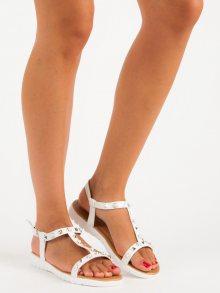 Ploché bílé sandály se cvoky