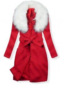 Červený podzimní kabát s kožešinovým lemem
