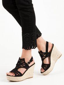 Zajímavé dámské černé  sandály na klínku