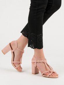 Trendy dámské růžové  sandály na širokém podpatku