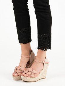 Módní růžové dámské  sandály na klínku