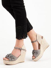 Originální dámské šedo-stříbrné  sandály na klínku