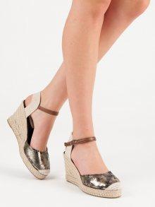Praktické  sandály zlaté dámské na klínku
