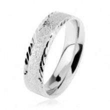 Stříbrný 925 prsten, blýskavý pískovaný povrch, malé šikmé zářezy R27.4