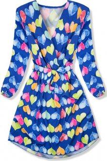 Modré šaty se srdíčkovým motivem
