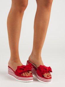 Moderní dámské červené  nazouváky na klínku