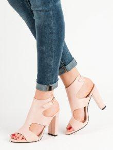 Pěkné dámské růžové  sandály na širokém podpatku