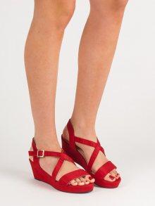 Módní  sandály dámské červené na klínku