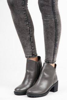 Moderní šedé kotníkové boty na širokém sloupku