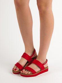 Komfortní červené dámské  sandály bez podpatku
