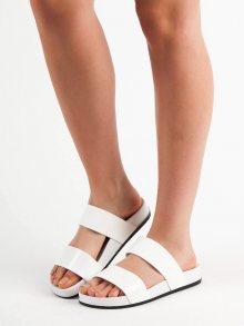 Pěkné  nazouváky dámské bílé bez podpatku