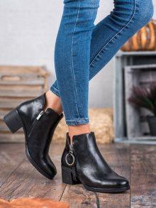 Zajímavé černé dámské  kotníčkové boty na širokém podpatku