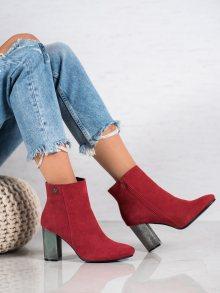 Pohodlné dámské červené  kotníčkové boty na širokém podpatku