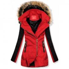 Červený kabát s prošívanými rukávy