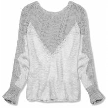 Šedý pulovr s netopýřími rukávy