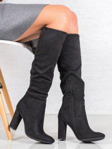 Zajímavé dámské černé  kozačky na širokém podpatku
