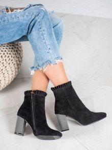Výborné černé  kotníčkové boty dámské na širokém podpatku 38
