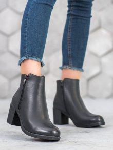 Trendy černé dámské  kotníčkové boty na širokém podpatku 38
