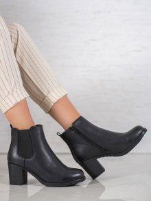 Zajímavé  kotníčkové boty černé dámské na širokém podpatku 38