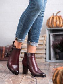 Výborné dámské červené  kotníčkové boty na širokém podpatku 36