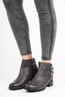 Nízké šedé kotníkové boty s přezkami