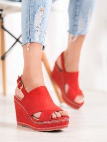 Stylové dámské červené  sandály na klínku