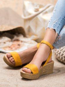 Pohodlné  sandály dámské zlaté na klínku 39