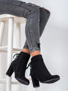 Pohodlné dámské černé  kotníčkové boty na širokém podpatku 36